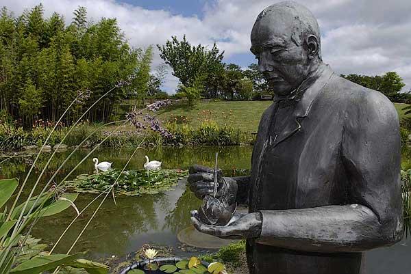 Latour-Marliac statue - copyright Peter Evans